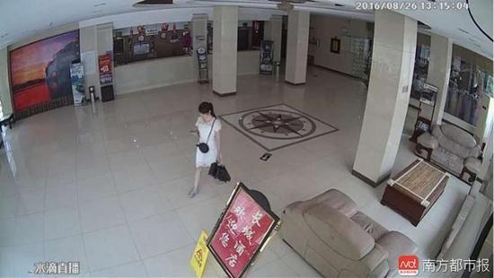 你可能被看光了!按摩馆内衣店监控画面被拿来直播8.jpg