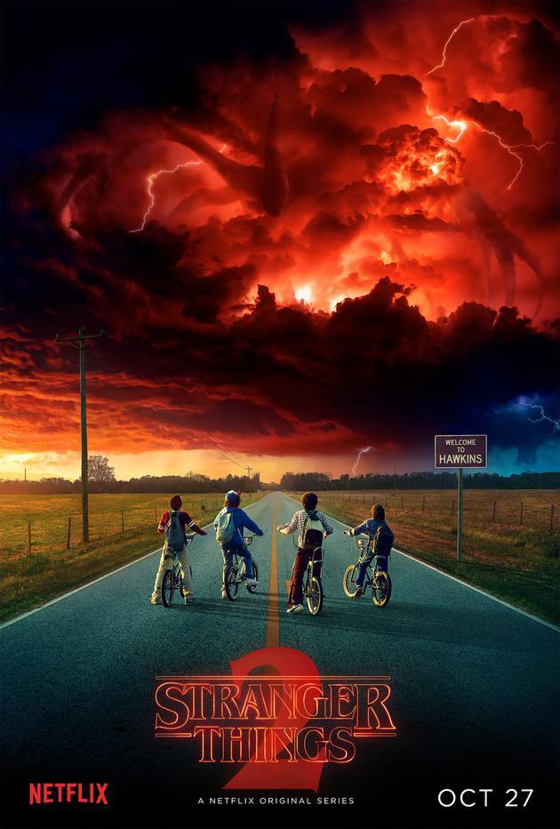《怪奇物语第二季》曝光首张海报以及预告,将于10月27日上线,新一季故事将会更加黑暗、扑朔迷离.jpg