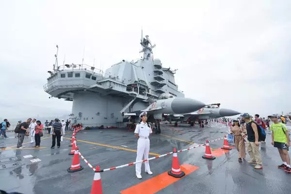 惊涛骇浪中的中国航母14.webp.jpg