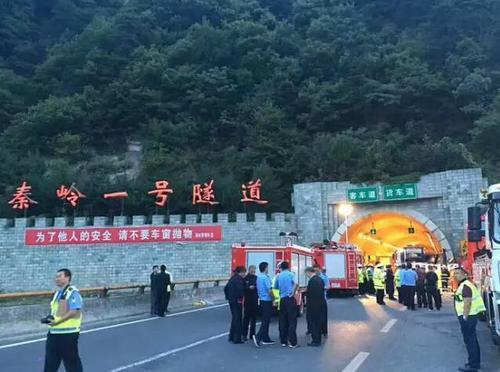 成都赴洛阳客车在秦岭隧道撞墙壁 已致36死8.jpg