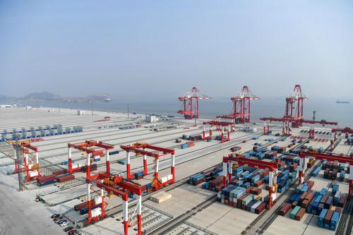 中国最大无人码头将开港 吞吐能力全球最高.jpg