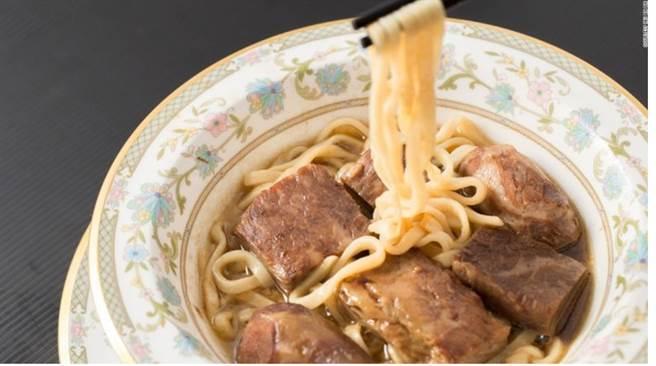 台湾最贵牛肉面要价一万元 客流仍不断引外媒关注.jpg