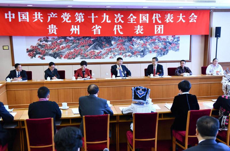 习近平同志参加党的十九大贵州省代表团讨论.jpg