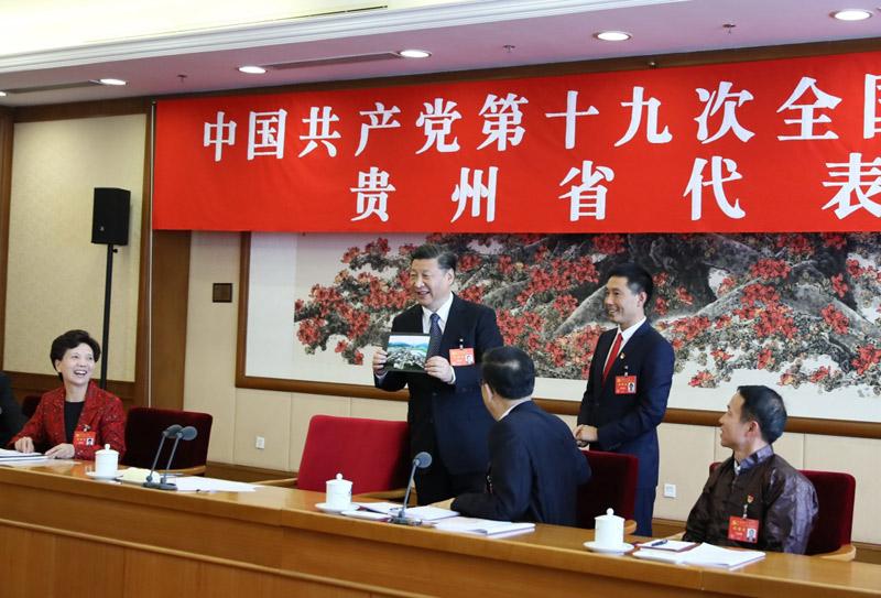 习近平同志参加党的十九大贵州省代表团讨论2.jpg