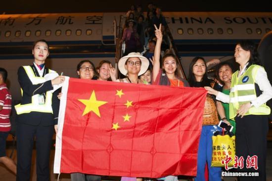 """""""终于回来了!"""" 逾万滞留巴厘岛中国旅客已回国2.jpg"""
