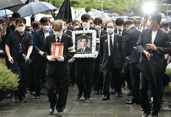首爾市長朴元淳出殯 前秘書指控遭性騷擾4年22.jpg