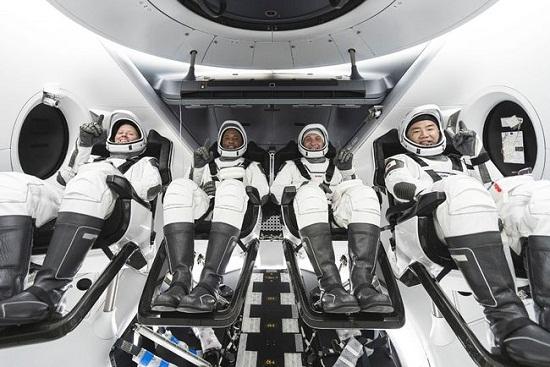 SpaceX首次进行商业载人发射2.jpg
