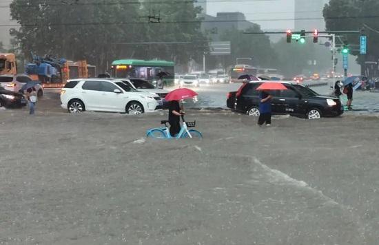 河南暴雨成灾致12死22.jpg