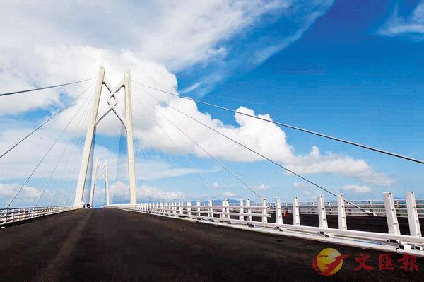港珠澳大桥40米深海底隧道:通风舒爽 电话畅通