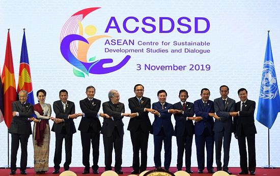 东盟峰会开幕 强调合作应对挑战